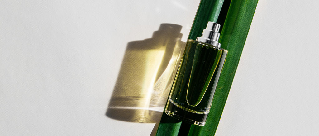 BLEND THE PLEASURABLE WORLD OF PERFUME WITH THE CONSCIOUS SIMPLICITY OF NATURE